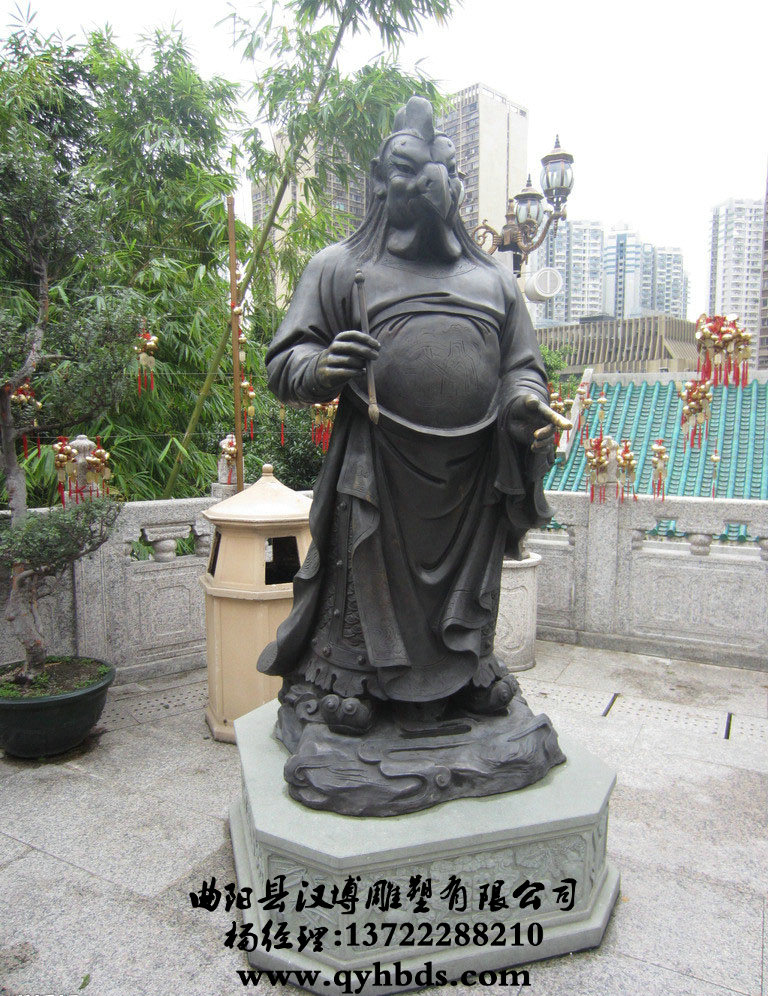 刻有刘中隆的雕塑