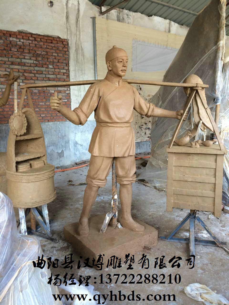 设计师3名,著名雕刻师3名,雕刻技师12名,雕刻工20名,在曲阳雕塑企业中